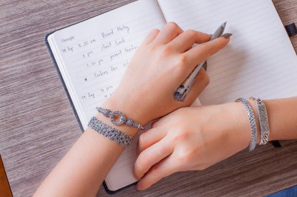 How to stack bracelets07